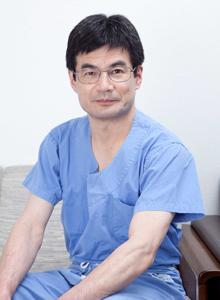 整形外科診療部長:尾﨑 昭洋(おざき あきひろ)